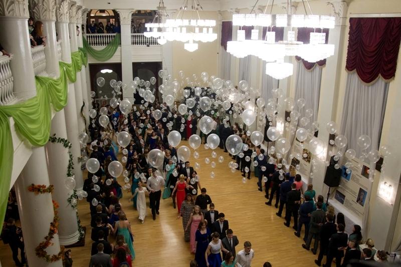 Кировские студенты отметили праздник, которому более 300 лет