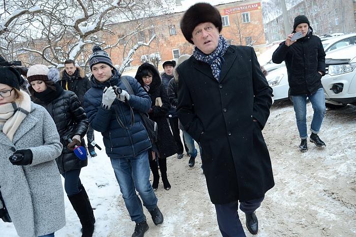Игорь Васильев проверил, как убирают тротуары в Кирове