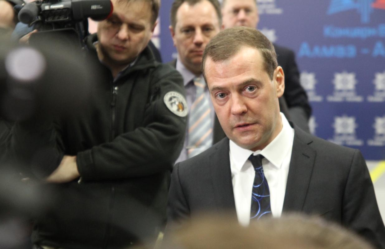 Дмитрий Медведев в Кирове. «Речь о космосе. Денег жалеть нельзя»