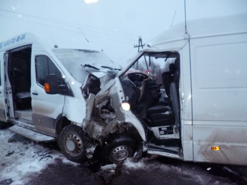 Серьезное ДТП на кировской трассе: один погибший и 14 пострадавших (+ФОТО)