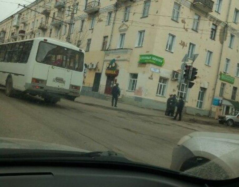 В Кирове перекрыли улицу Труда