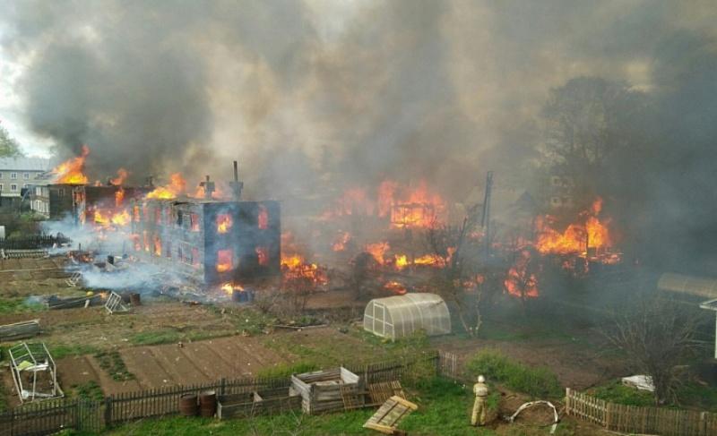 Игорь Васильев экстренно выехал в Орлов, где сегодня произошел крупный пожар