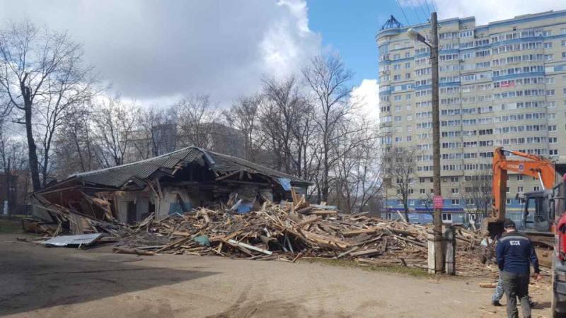 В центре Кирова начался снос зданий бывшего больничного городка (+ФОТО)