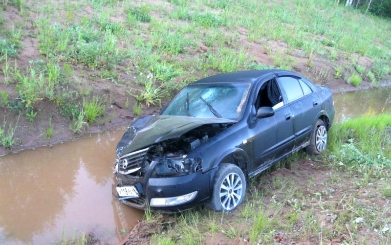 Молодые люди устроили серьезную аварию на загородной трассе