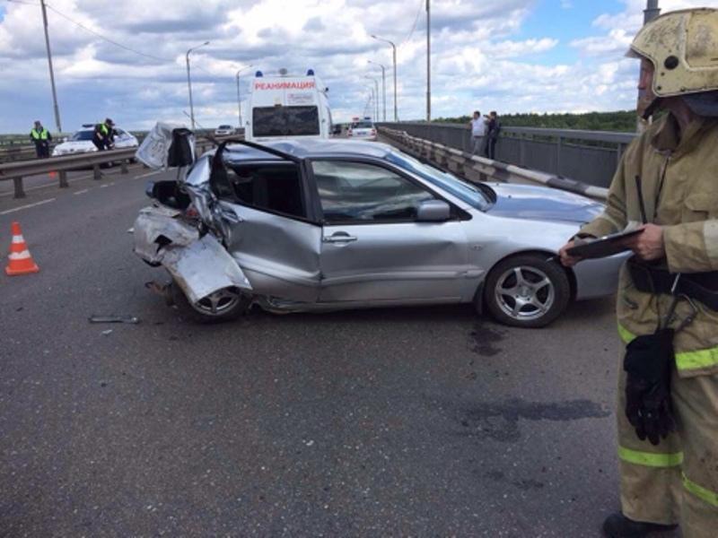 Серьезная авария на новом мосту: машины восстановлению не подлежат (+ФОТО)