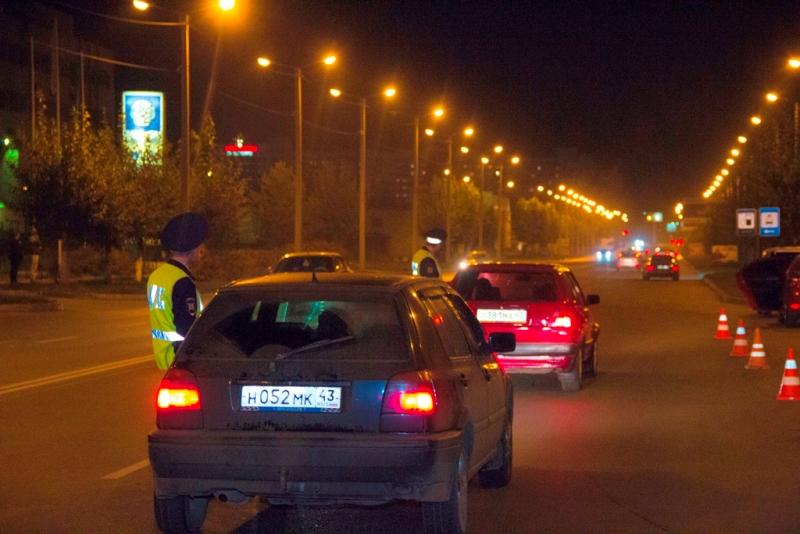 Пьяный водитель в Кирове устроил гонки с полицейскими и столкнулся с их машиной 0+