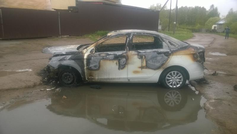 Мужчина сжег машину своего начальника (+ФОТО)