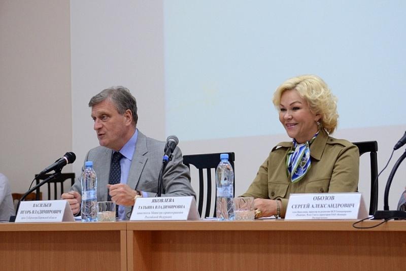 Татьяна Яковлева оценила новые технологии Кировского областного онкодиспансера