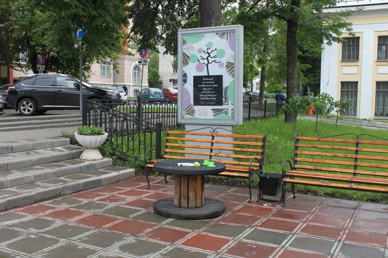Несмотря на дождливую погоду в Кирове открылась импровизированная летняя терраса