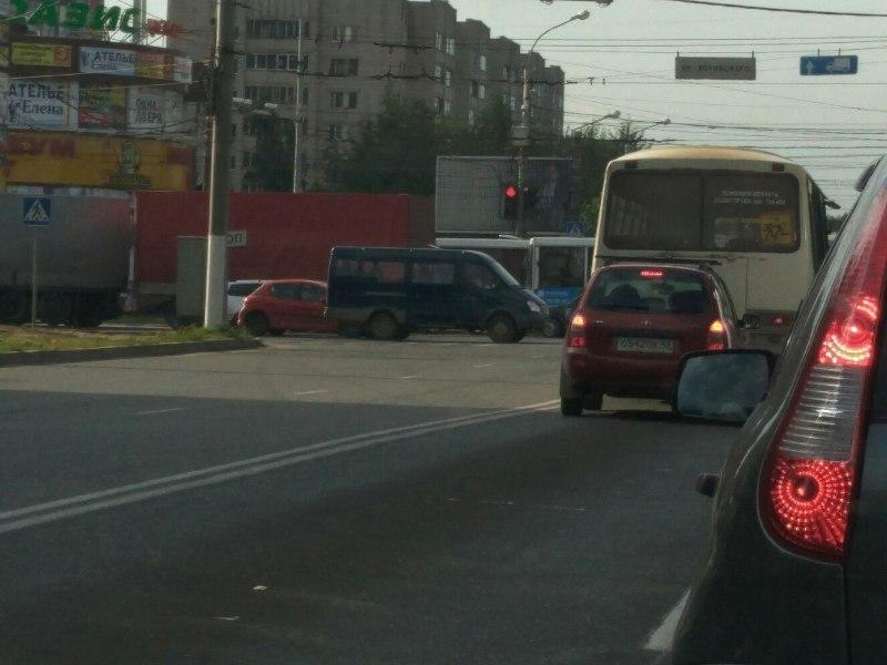 В юго-западной части Кирова произошел транспортный коллапс