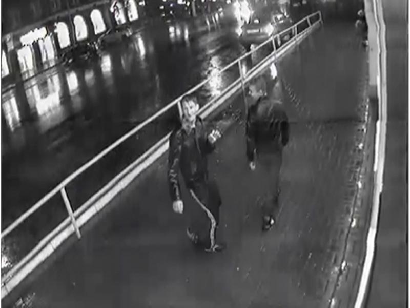Водворе наМосковской неизвестные ограбили учительницу
