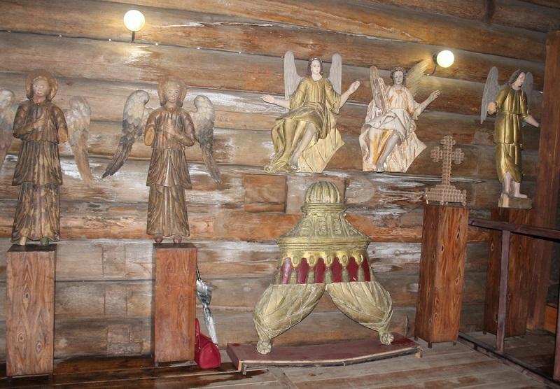 В Слободском отслужили молебен в уникальном храме