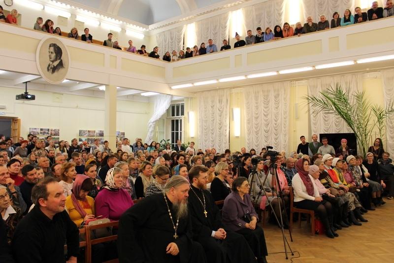 Отец Димитрий Смирнов посетил достопримечательности православной Вятки