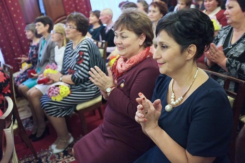 В правительстве Кировской области наградили лучших учителей