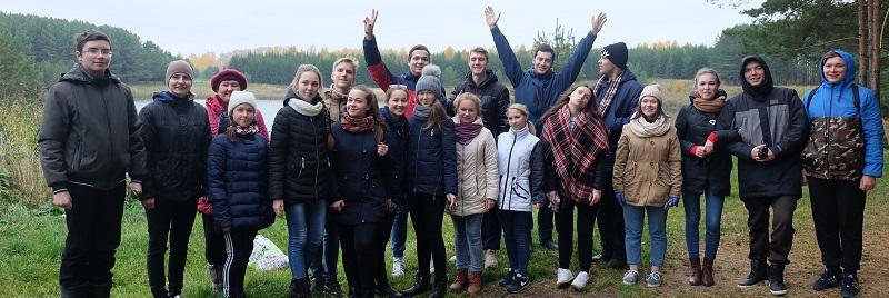 Кировские добровольцы прибрали берега Лежнинского озера