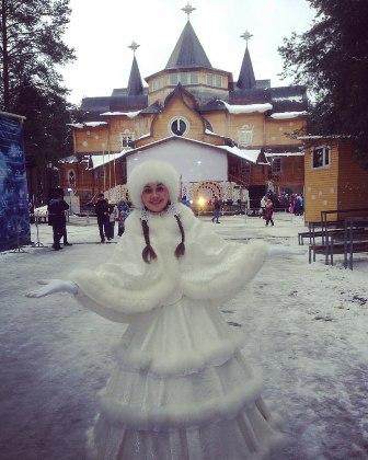 Девица Метелица из Вятских Полян съездила на день рождения к Деду Морозу