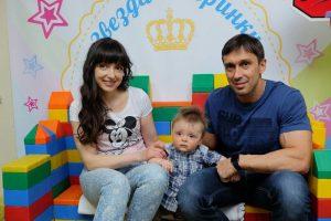 джинсовый пиджак александр курдюмов с женой фото хоть вышла замуж