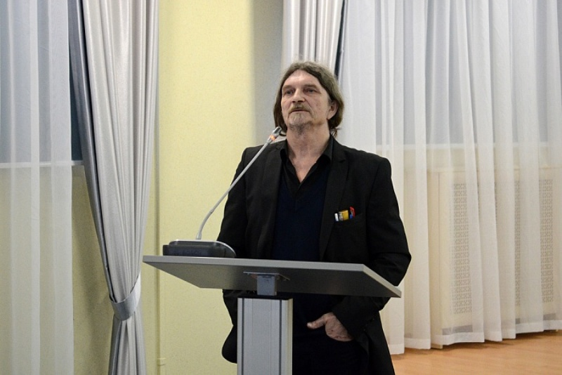 Глава региона вручил Владимиру Любимову премию имени А.И. Герцена