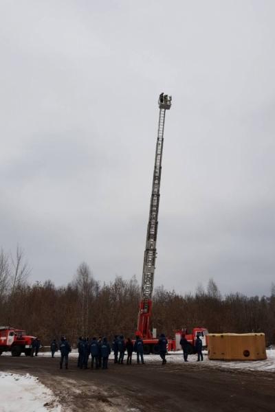 На вооружение слободских пожарных поступила автолестница на базе КамАЗа
