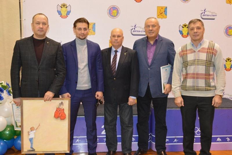 Максим Кочетков написал картину и подарил ее Федерации бокса