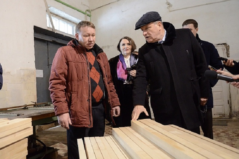 Игорь Васильев посетил предприятия Тужинского района