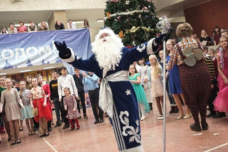 Более 300 школьников побывали на Новогодней губернаторской ёлке (+ФОТО)