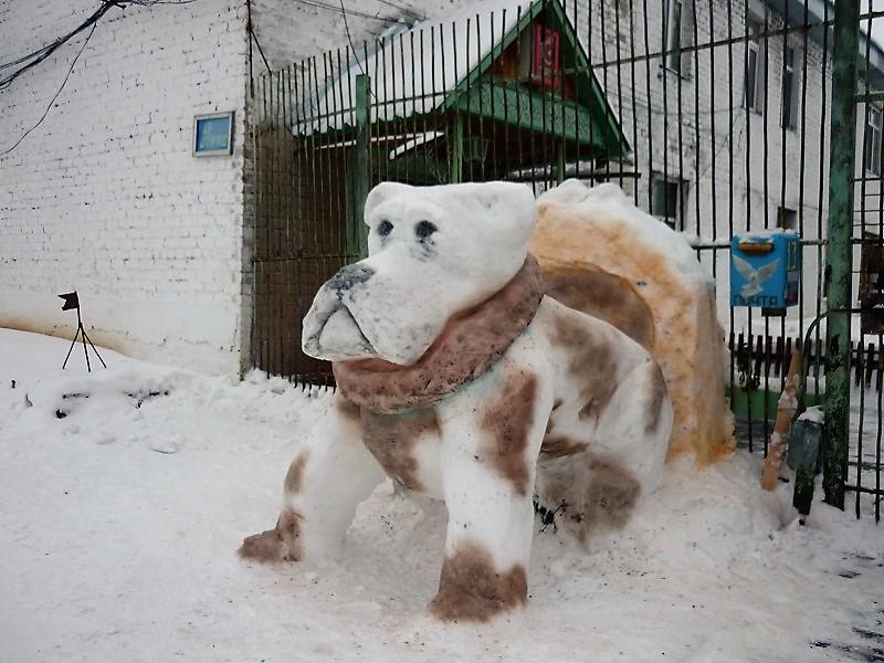 В верхнекамской колонии создали скульптуры из снега (+ФОТО)
