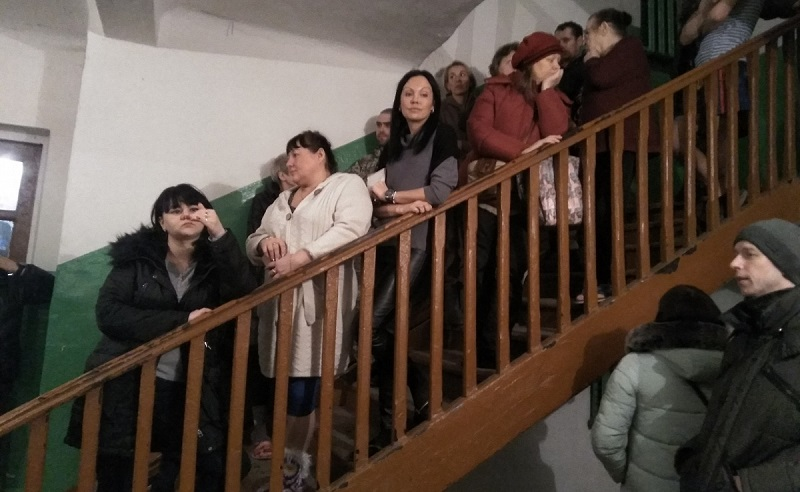 Для жильцов дома, на который рухнул кран, провели собрание