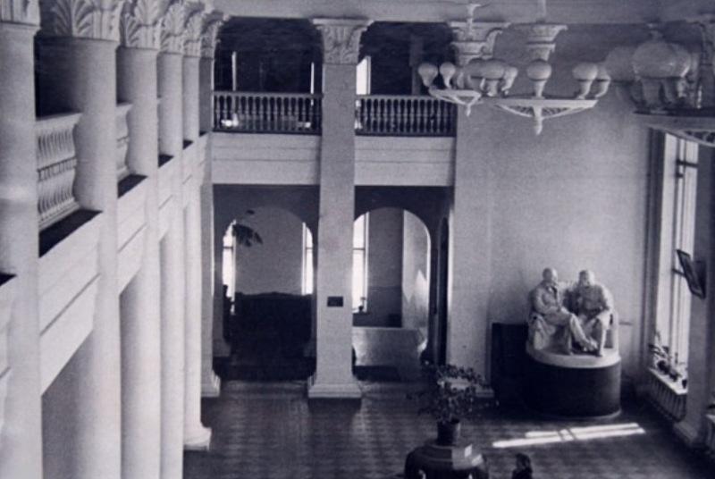 Театр начинался… со здания