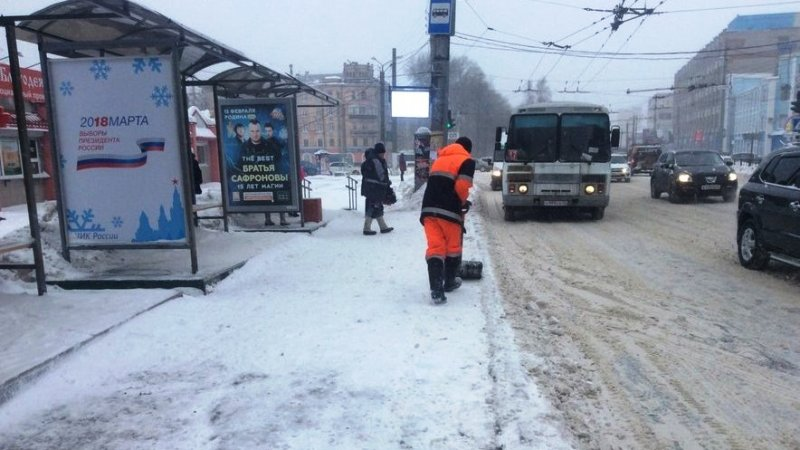 На улицы Кирова вывели максимальное количество техники для борьбы с осадками
