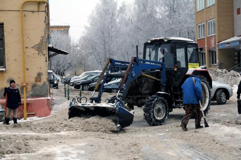 Губернатор Игорь Васильев проверил, как в Кирове убирают снег во дворах