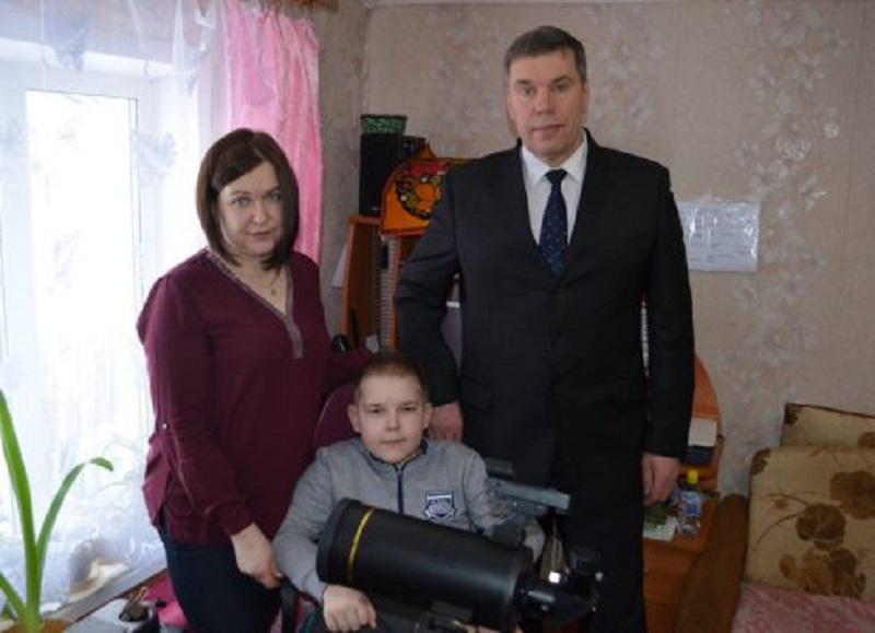 Белохолуницкий пятиклассник получил обещанный подарок от Михаила Бабича