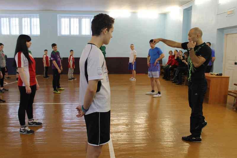 Иранский спортсмен обучил кировских школьников основным боксерским приемам (+ФОТО)