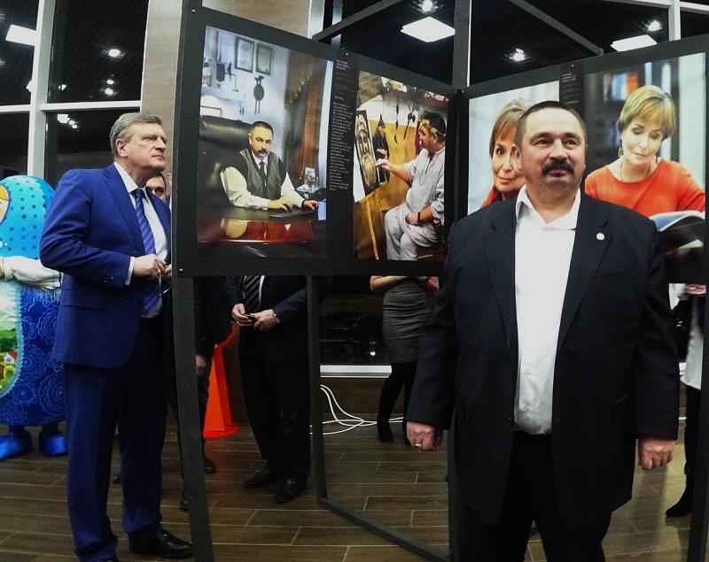 В Кирове открылась выставка «Лица», на которой запечатлены известные люди региона