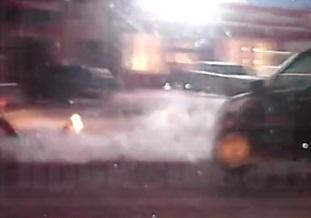 Следователи начали проверку видеоролика, в кадре которого ребенок выпадает из машины