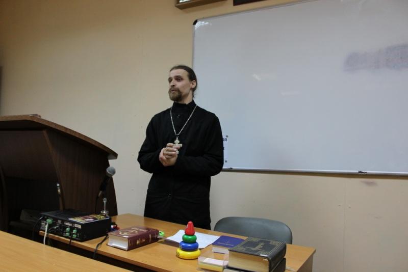 В Спасском соборе проходят занятия в Школе семейного благочестия