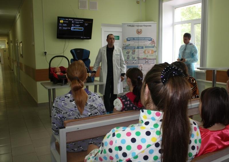 В Кирове сотрудники ГИБДД проведут мастер-классы по закреплению детских кресел в машинах