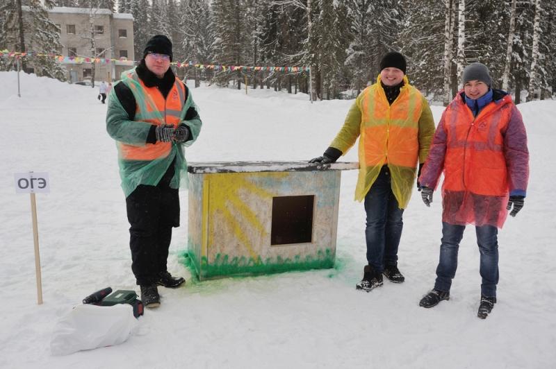 Сотрудники ККС смастерили будки для подопечных приюта «Дари добро»