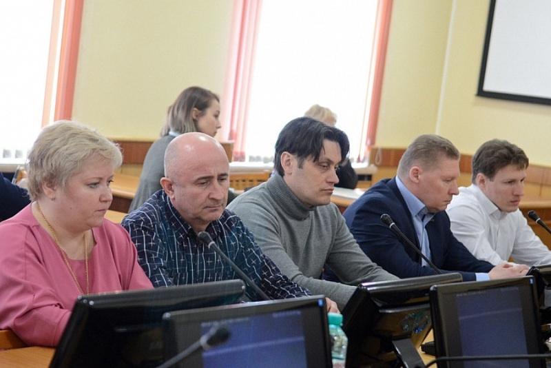 Губернатор провел совещание с руководством кировских торговых центров