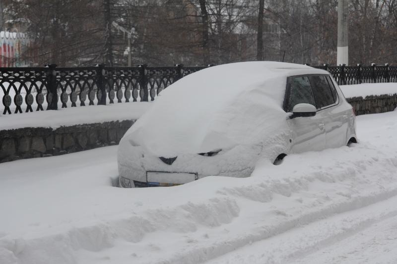 Снегопад разбушевался: как Киров борется со стихией (+ФОТО)