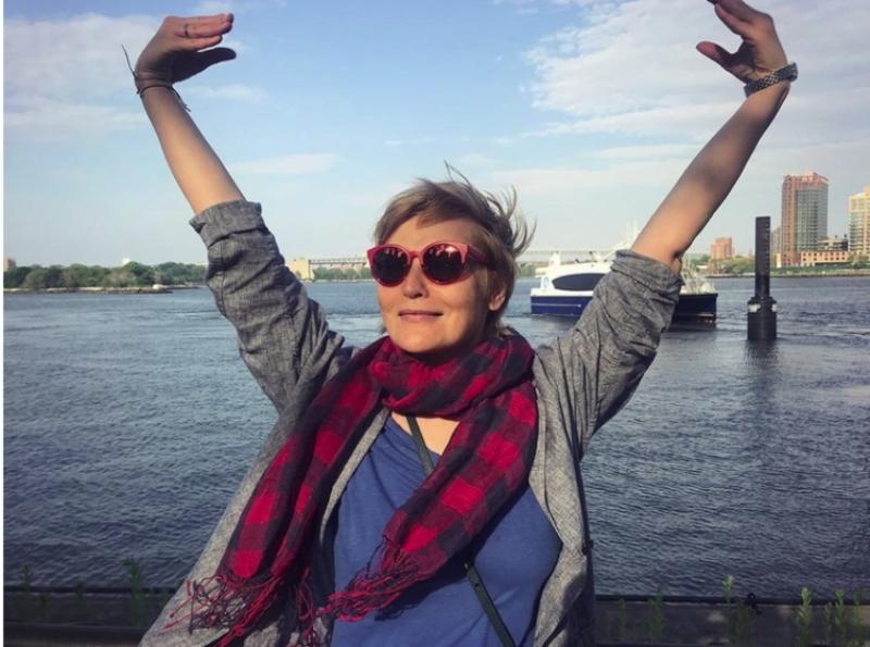 Жанна Агалакова: «О Вятке напоминает огромный дымковский петух»