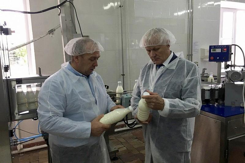 Молоко и кефир становятся «бутилированными»