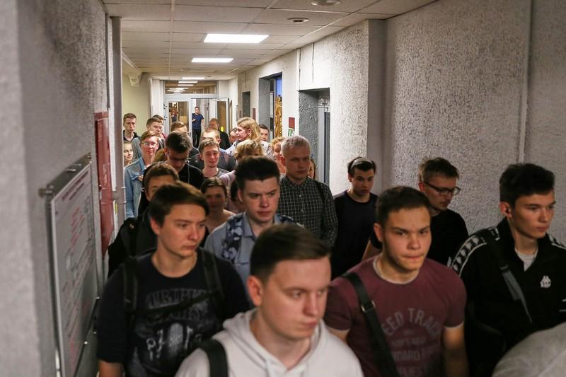Театралка заполнилась эвакуированными людьми (+ФОТО)