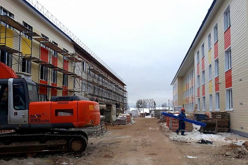 Председатель правительства региона Александр Чурин проверил ход строительства жилья для переселенцев