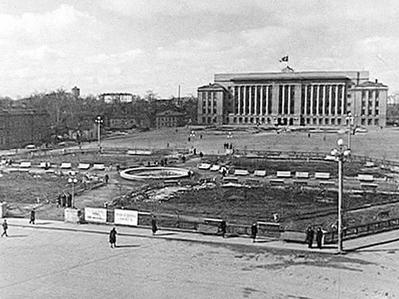 История Театрального сквера, или Как кировчане фонтан отстояли