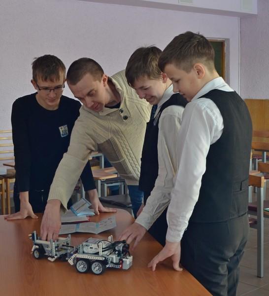 Кировские школьники придумали робота-картофелекопателя