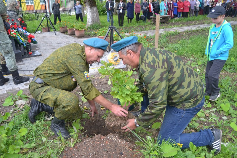 В Кирсе открыли памятник воинам, погибшим в локальных конфликтах