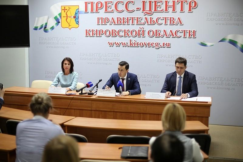 Дмитрий Курдюмов рассказал о помощи государства в период пандемии людям, потерявшим работу, и семьям с детьми