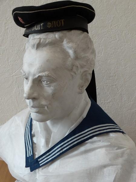 Матрос «Авроры» подарил личные вещи кировскому музею