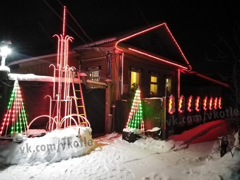 Житель Кировской области устроил в своём дворе световое шоу